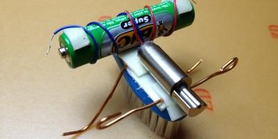 Robô escova montado, note o peso na ponta do eixo rotor.